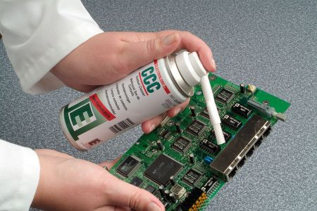 Негорим препарат за почистване на електрически контакти
