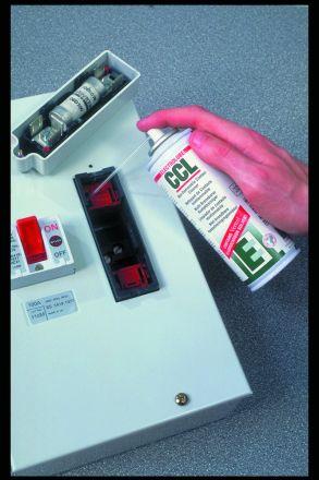 Негорим препарат за почистване на контакти